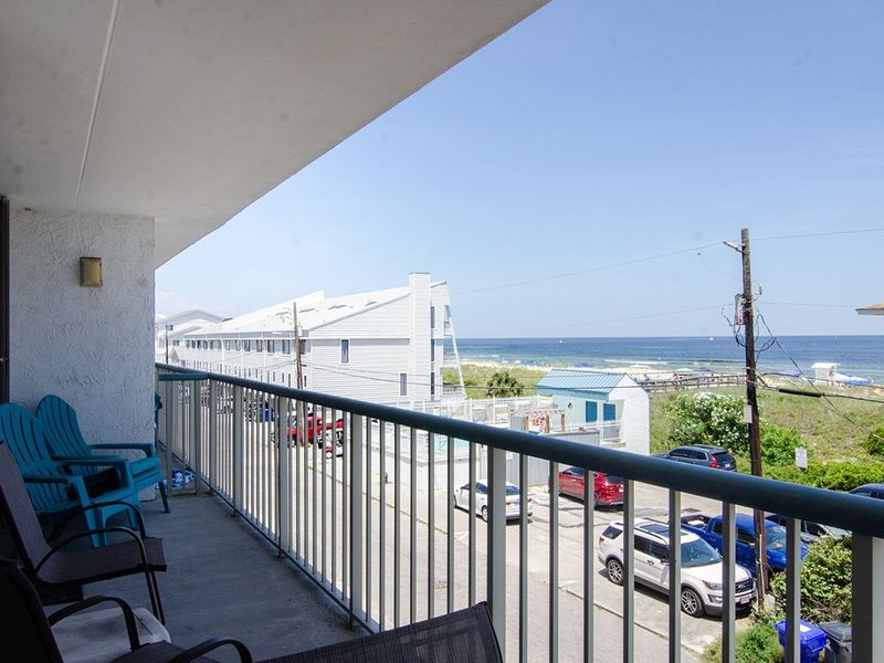 Oceanview condo with an elevator, pool, vacation rental in Carolina Beach