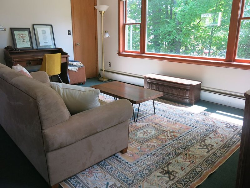 Writer's Cottage - Writers Cottage: Cozy Cottage near the heart of Bayfield, vacation rental in Bayfield