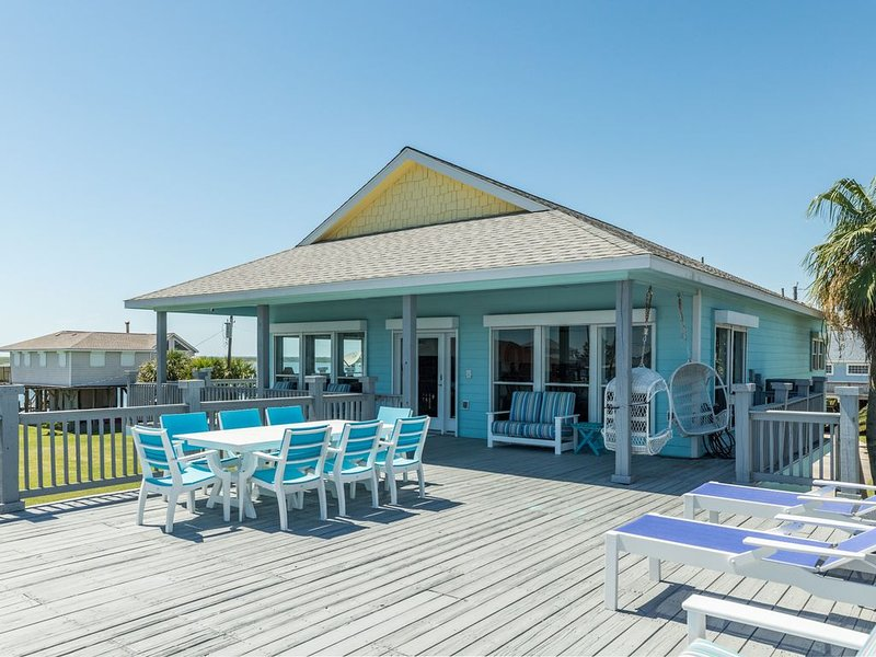 New listing! Stunning bayfront canal home w/ amazing views, location de vacances à Freeport