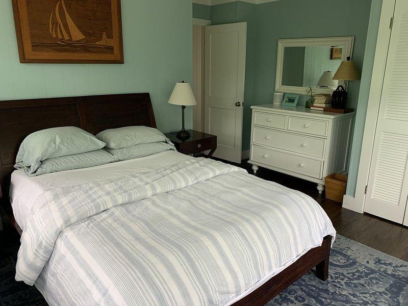4 bedroom Ditch Plains Montauk.  3 blocks to the beach and ocean views, location de vacances à Montauk