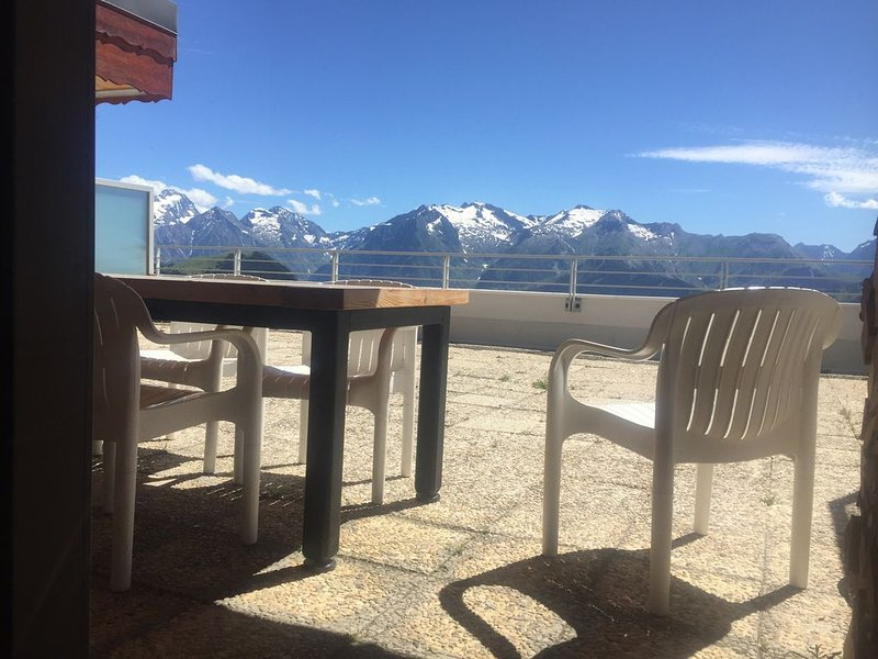 Top floor, renovated, spacious, panoramic, holiday rental in L'Alpe-d'Huez