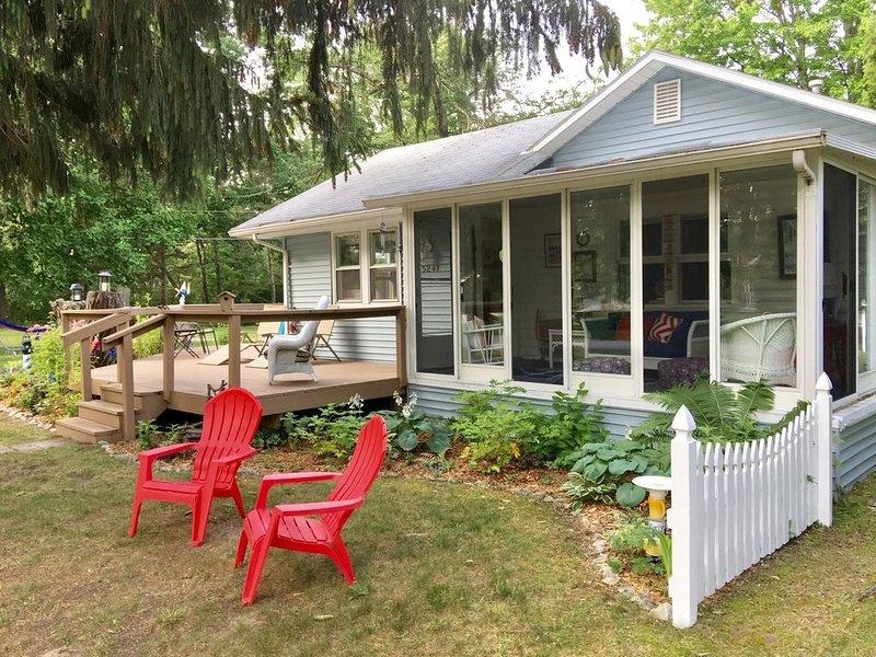 Port Huron - Sandy Feet Cottage, steps to Lake Huron, alquiler vacacional en Port Huron