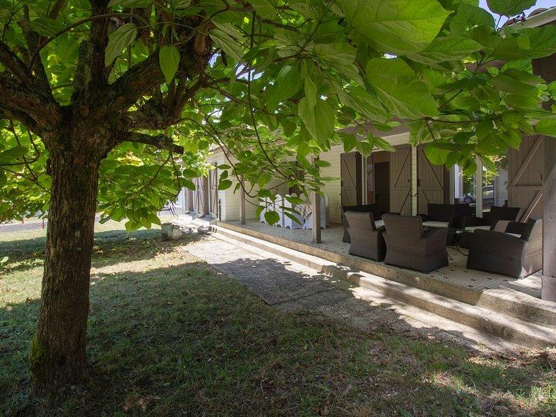 Location maison individuelle en bord de lac, holiday rental in Parentis-en-Born