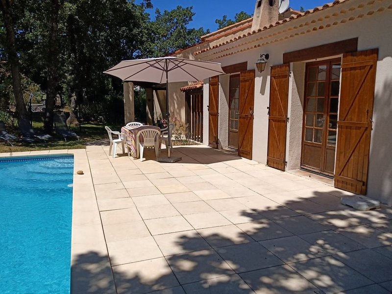 Apartment in quiet pretty area, just outside the village.  Sleeps 4., holiday rental in Ollieres