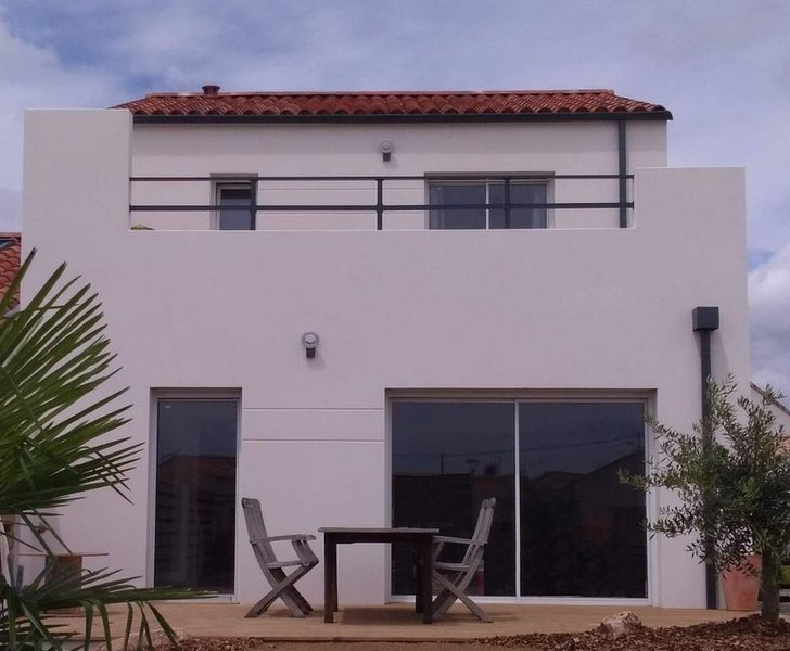 Maison avec toit-terrasse, proche plage, vacation rental in Longeville-sur-mer