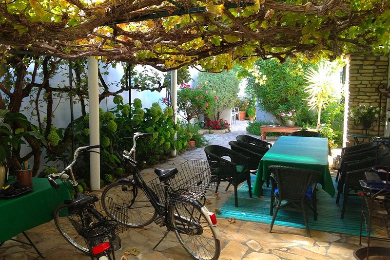 Maison de charme 6 chambres Ile de Ré, holiday rental in Loix