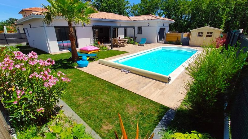 Bassin d Arcachon: maison avec piscine et spa, aluguéis de temporada em Le Teich