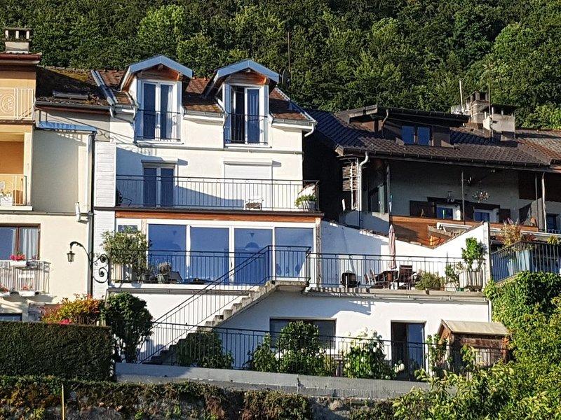 Maison rénovée dans village de pecheur avec vue imprenable sur le lac leman, holiday rental in Bourg-en-Lavaux