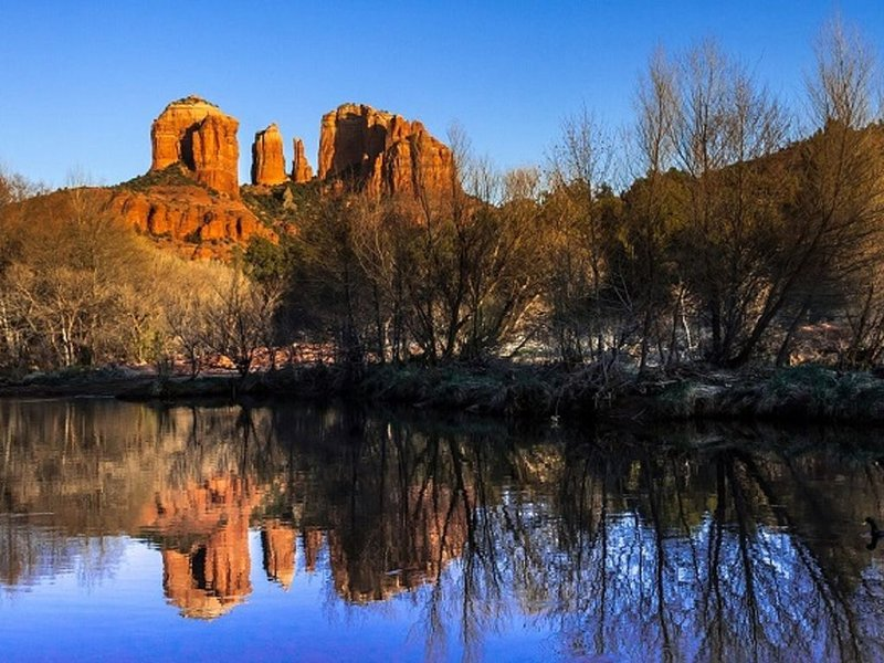 Beautiful Pond View Charm Home 2BD- Sedona Retreat, holiday rental in Cottonwood
