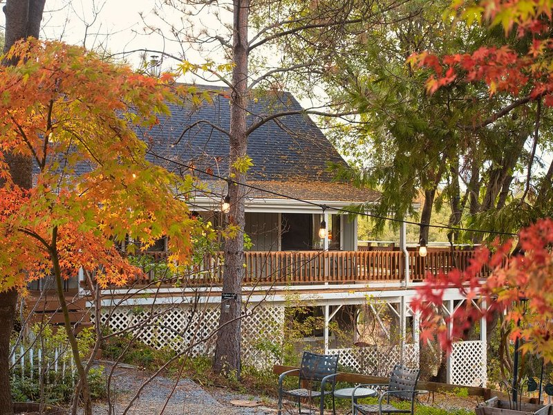 Family Lodging outside Yosemite - 2 bedroom private lodging suite - WiFi - BBQ, alquiler vacacional en Ahwahnee