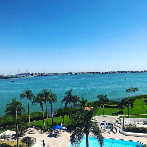 Top Floor Condo with beautiful bay views!, holiday rental in Tierra Verde