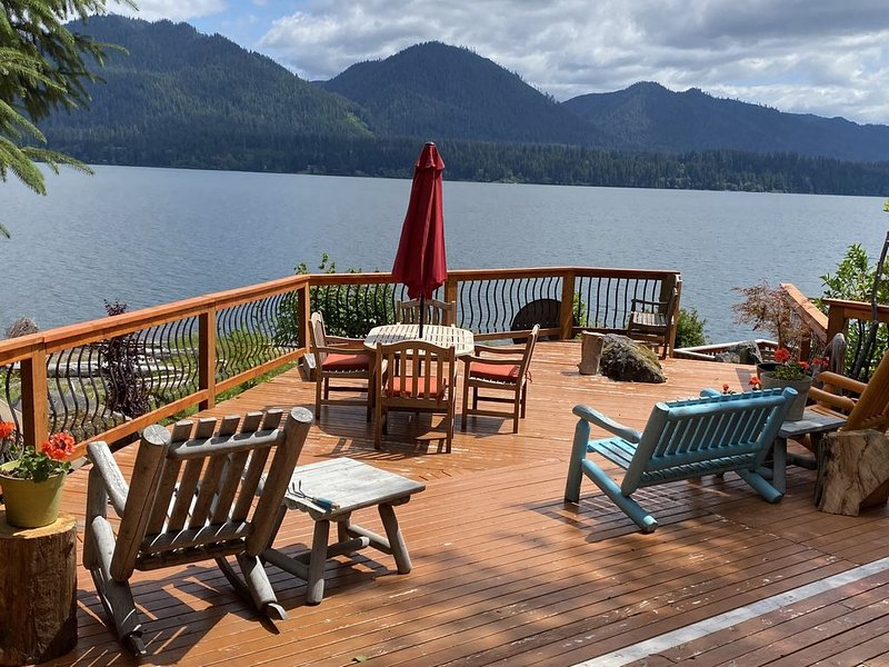 Lakefront Cabin Inside Olympic National Park, vacation rental in Quinault
