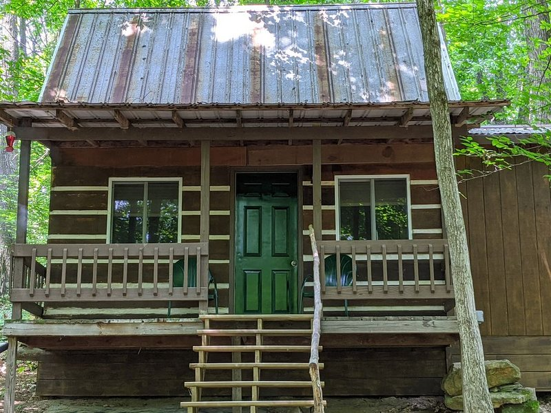 Hocking Hills, caves,Cozy Secluded Cabin, /WiFi/Pet Friendly! – semesterbostad i McArthur