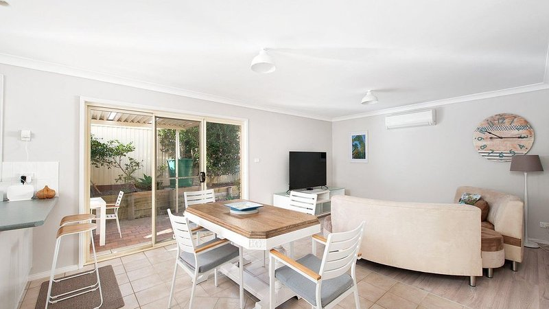Immaculate 2 bedroom couples retreat  in the centre of Nelson Bay and 5 minutes, vacation rental in Nelson Bay