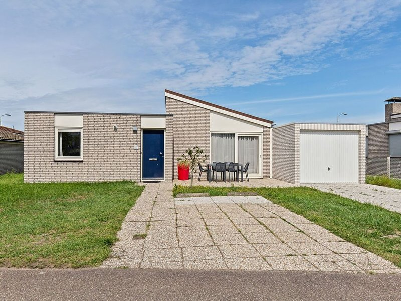 Uniquely located holiday home with a view of the marina and the Oosterschelde, alquiler vacacional en Kamperland