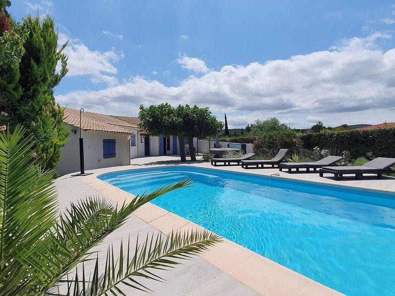 Lavish Villa in Pouzols-Minervois with Jacuzzi, holiday rental in Paraza