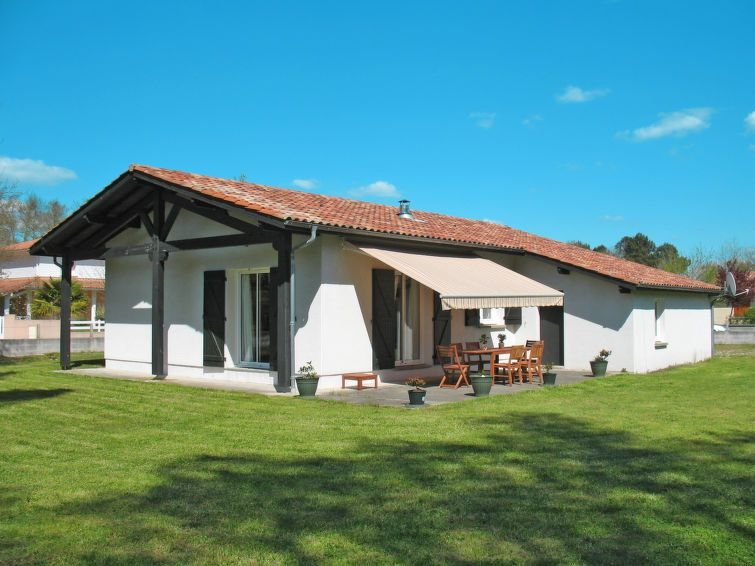 Vacation home in Mézos, Aquitaine - 6 persons, 3 bedrooms, casa vacanza a Onesse-et-Laharie