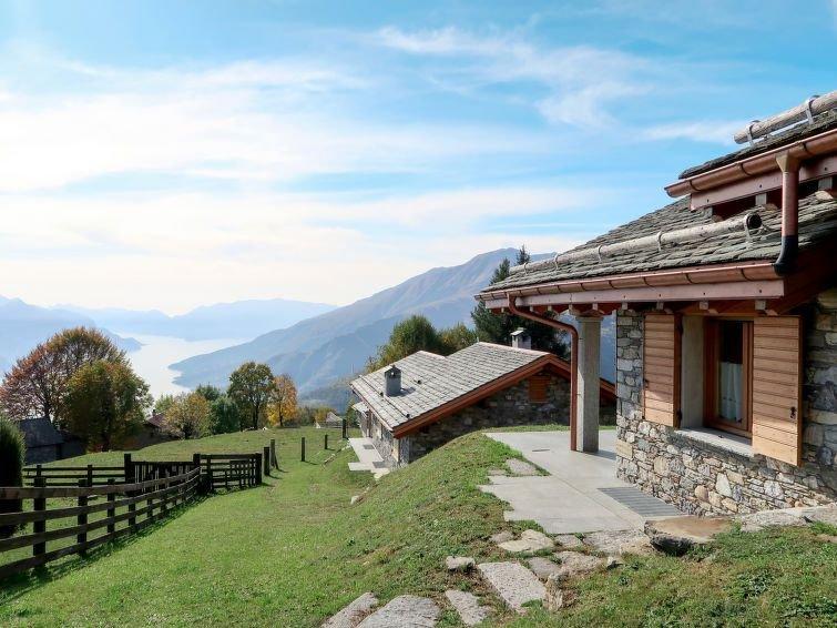 Vacation home Il Nido d'Aquila  in Peglio (CO), Lake Como - 6 persons, 2 bedroo, location de vacances à Roveredo