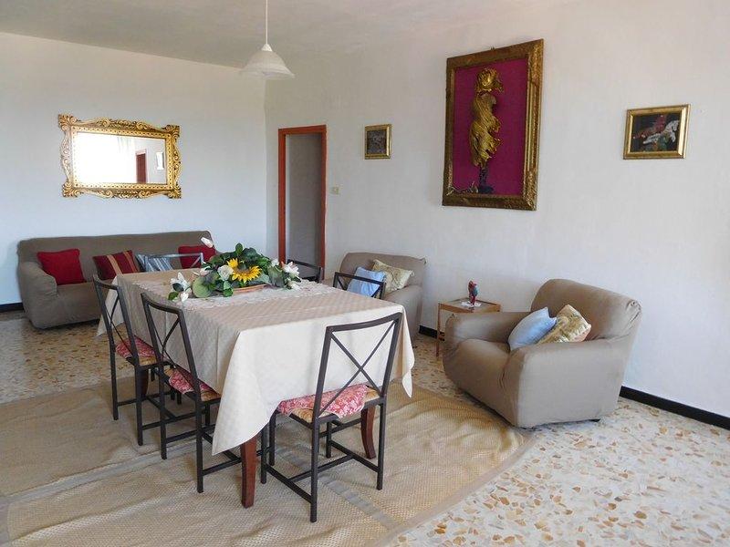 Casa ampia e luminosa con vista su una tipica valle Ligure. (008047-LT-0014), casa vacanza a Agaggio Inferiore