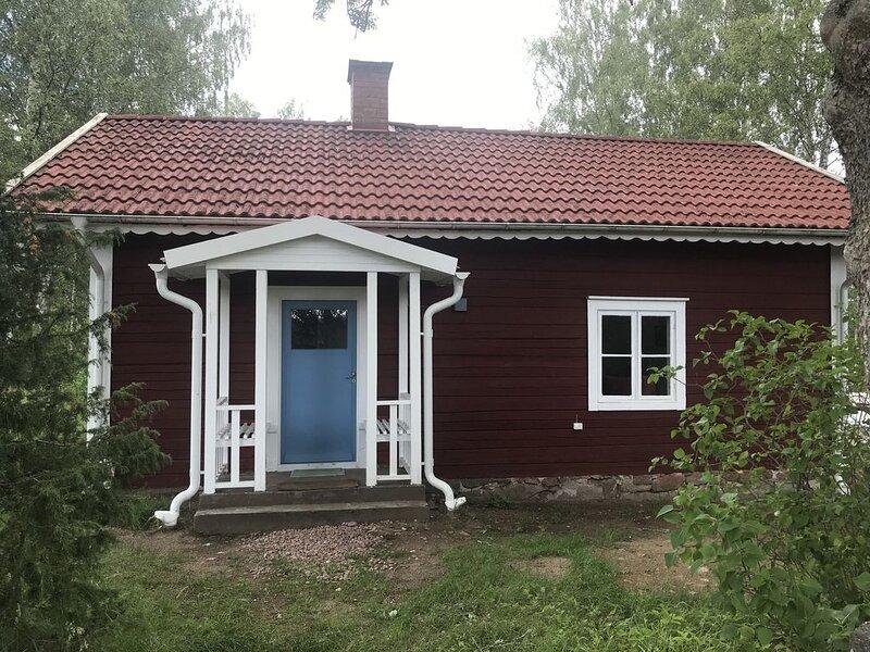 Altes schwedisches Torp nahe Vimmerby modern ausgebaut, vacation rental in Ingatorp