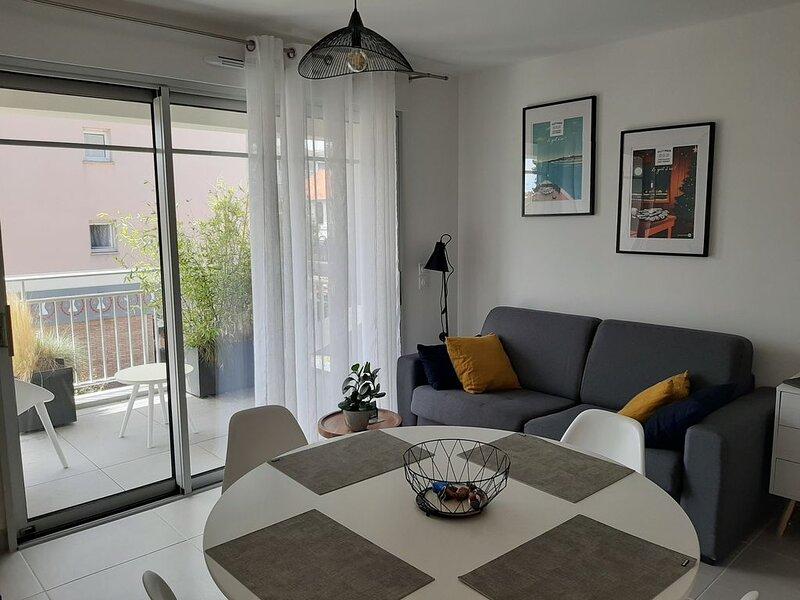 HYPERCENTRE APPARTEMENT AVEC BALCON ET PARKING, holiday rental in Andernos-les-Bains
