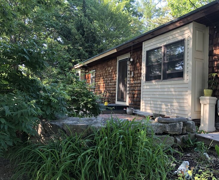 Gorgeous water view and water access very nearby. Stand alone cottage included, holiday rental in Kittery