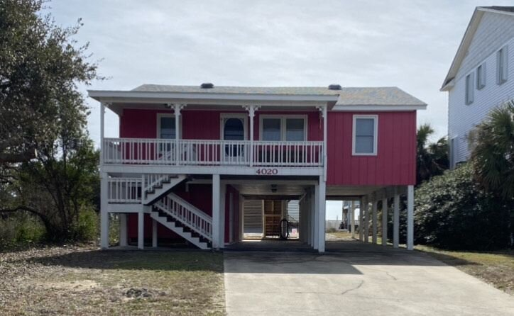 Beautifully Renovated 2nd Row Beach House. Steps to the ocean, holiday rental in Long Beach
