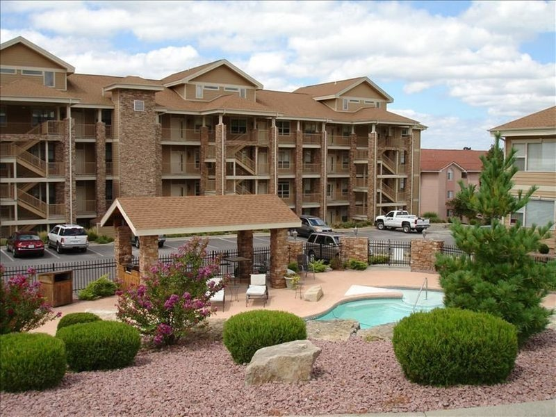 Branson's Greatest Lake Front Condo at Emerald Pointe, 2bd, 2BA on 3rd Floor, holiday rental in Hollister
