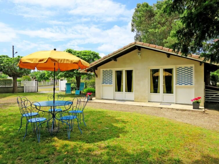 Vacation home in Linxe, Aquitaine - 4 persons, 1 bedroom, Ferienwohnung in Saint-Michel-Escalus
