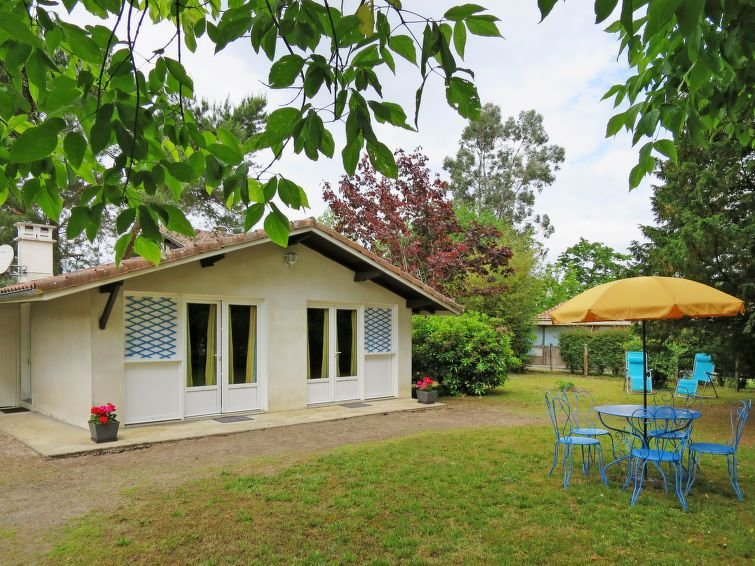 Vacation home in Linxe, Aquitaine - 4 persons, 1 bedroom, casa vacanza a Lesperon
