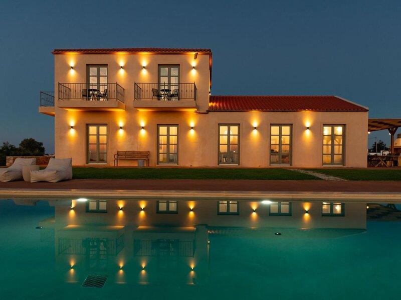 Aquila Villa, a new villa with breathtaking panoramic view and huge pool, casa vacanza a Drapanos
