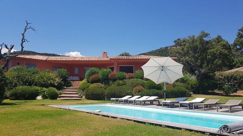 Villa 190 m2, 5 bedrooms, air conditioning, heated pool, garden 2850 m2, 2 minu, alquiler de vacaciones en Sainte Lucie de Porto-Vecchio