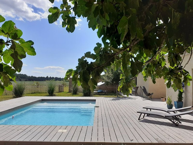 Bâtisse fin 19ème refaite à neuf  Sérénité et espace, vacation rental in Saint Andiol