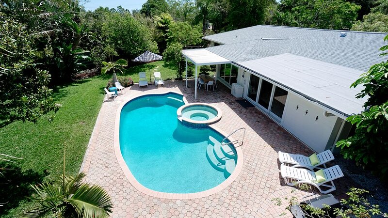 Sarasota Mid-Mod�Htd Pool & Spa☀️Ping-Pong�Sleeps 12, location de vacances à Tallevast
