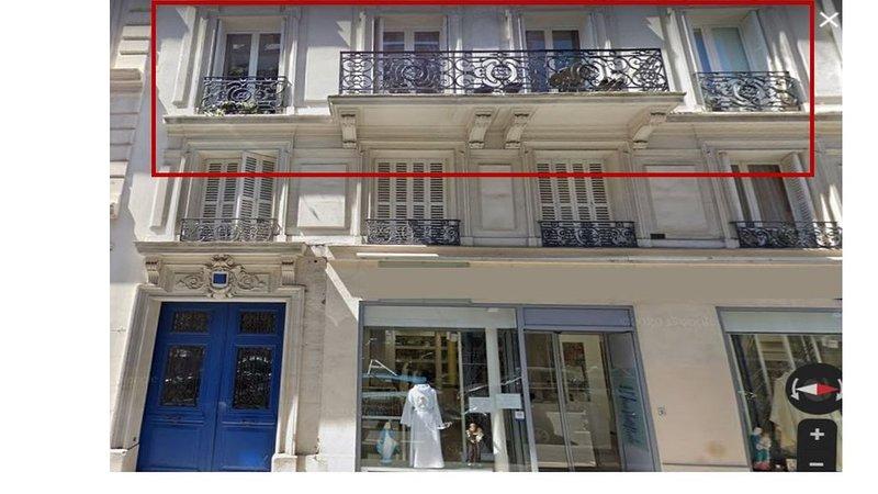 Elegant Parisian Apartment In The Perfect Location!, holiday rental in Paris