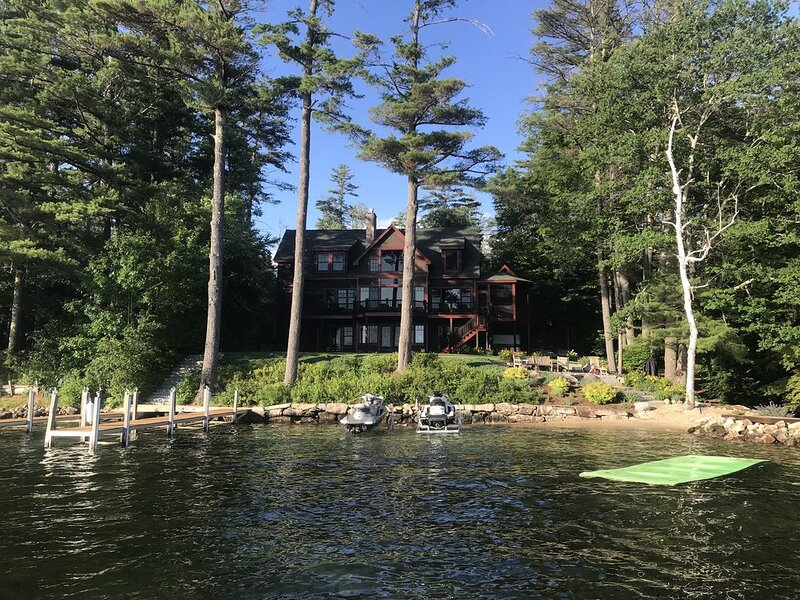 The Ideal Winnipesaukee Lakefront Retreat Right In Meredith Bay, location de vacances à Meredith