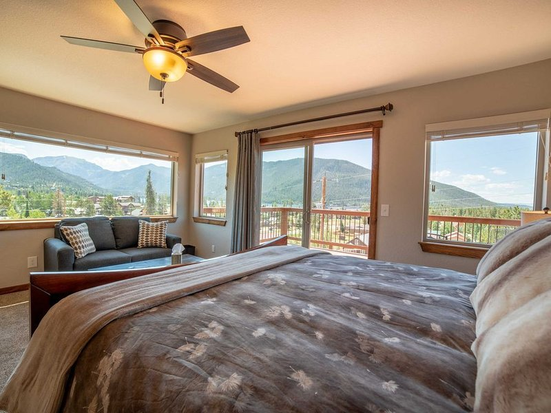 �Beautiful Grand Lake Home In Town! Lake View, Mountain Getaway!, holiday rental in Grand Lake