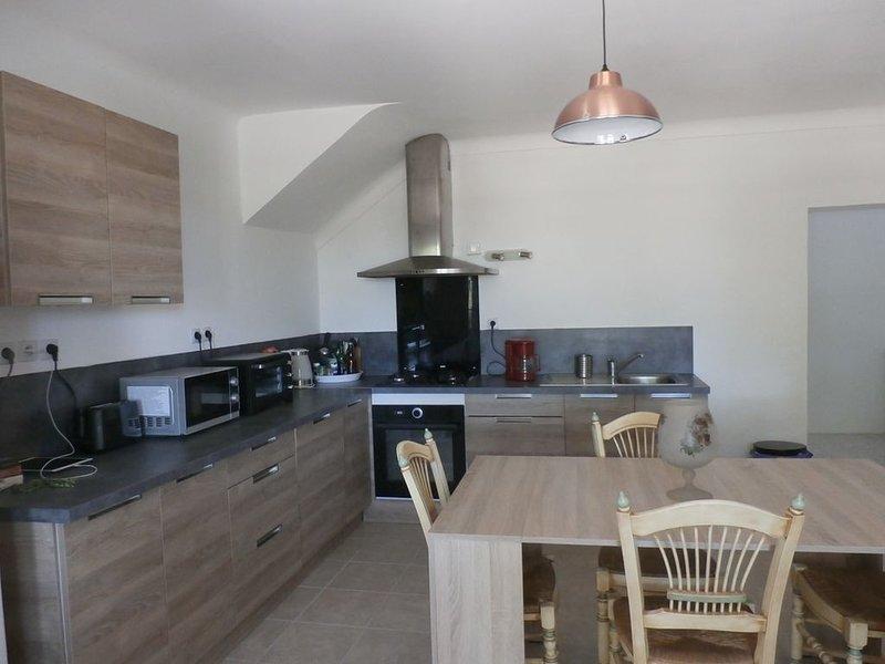 Maison de campagne pour 10 pers, aluguéis de temporada em Camaret-sur-Aigues