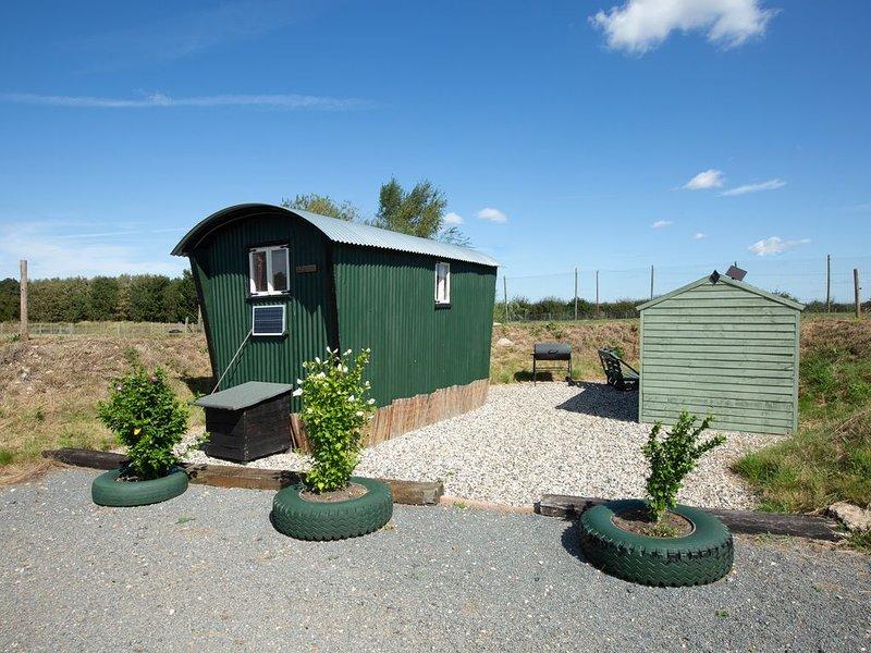 March Luxury Shepherd's Hut - Hot Tub - stunning location. Access to sauna., casa vacanza a Pidley