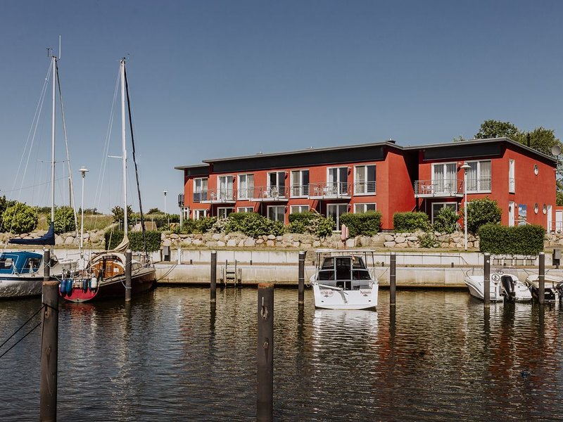 Ferienwohnung direkt am Hafen App. 8, holiday rental in Puddemin