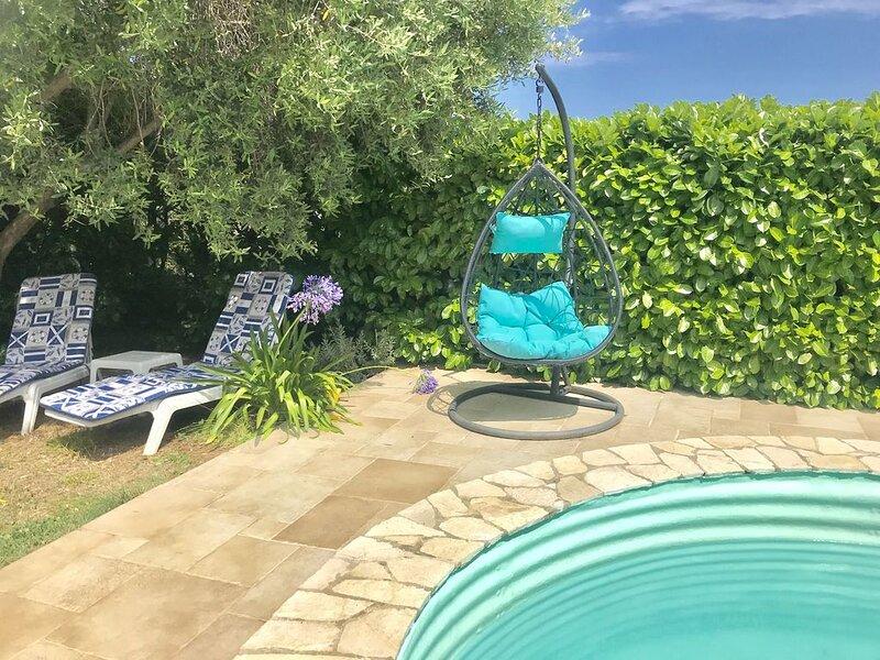Villa avec piscine privée . Monaco/La Turbie -parkings privés Calme, holiday rental in Peillon