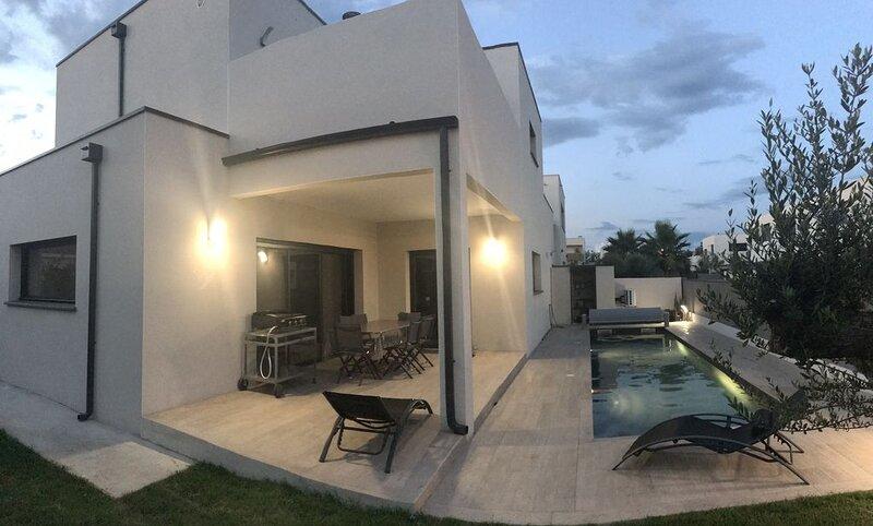 Villa Contemporaine Neuve, avec piscine, à 60m de la plage, alquiler vacacional en Palavas-les-Flots