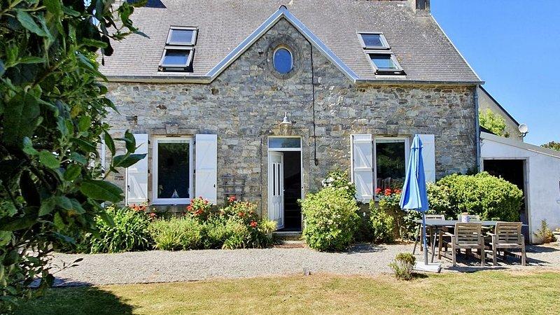 Jolie maison en pierres de pays à proximité de la mer, holiday rental in Saint-Lo-d'Ourville
