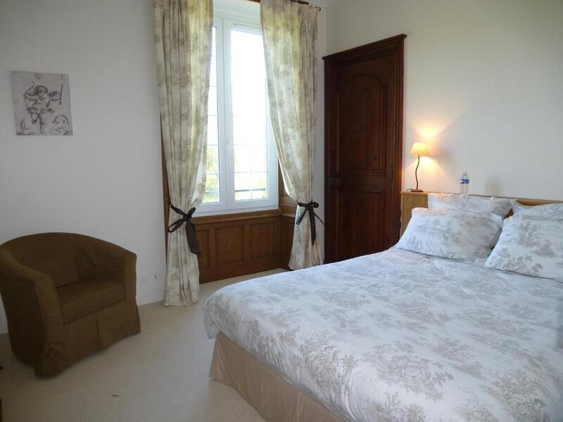 Chambre Princesse - Bienvenue au Château du Perray, location de vacances à Le Cellier