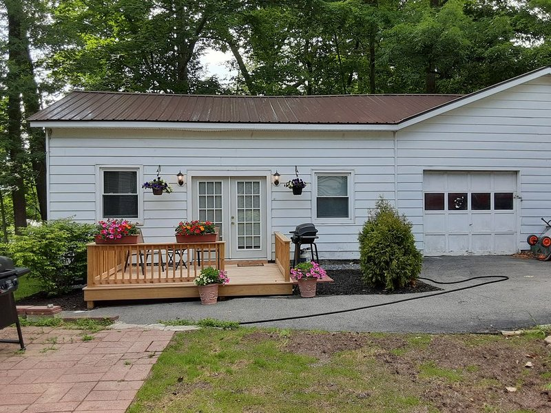 Cozy In-law unit 1/2 mile to the beach, holiday rental in Lake George