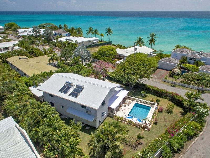 Lovely holiday villa  with swimming pool. Great location very close to the beach – semesterbostad i Barbados