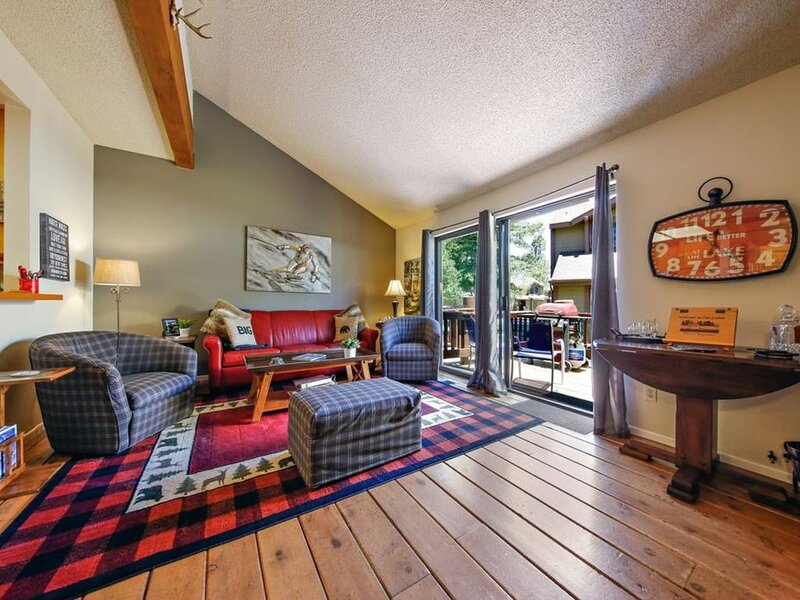 Lake to Lodge 3 bedroom 2 bath Condo on Metcalf Bay, location de vacances à Big Bear Lake