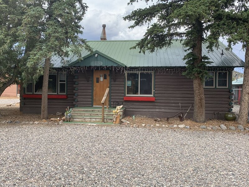 2 bedroom cabin with Mountain Veiws and ATV trail riding from property., alquiler de vacaciones en South Fork