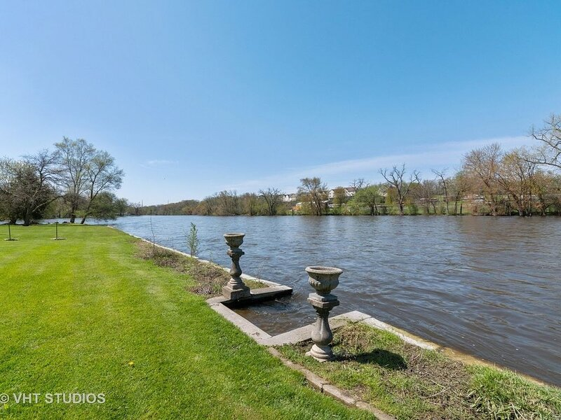 Riverfront rental with fun activities, alquiler de vacaciones en Saint Charles