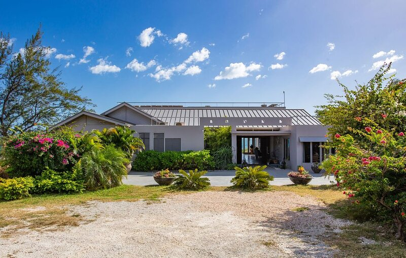 Book Now! Private Beach Front Property Hidden On The SouthCoast!, vacation rental in Treasure Beach